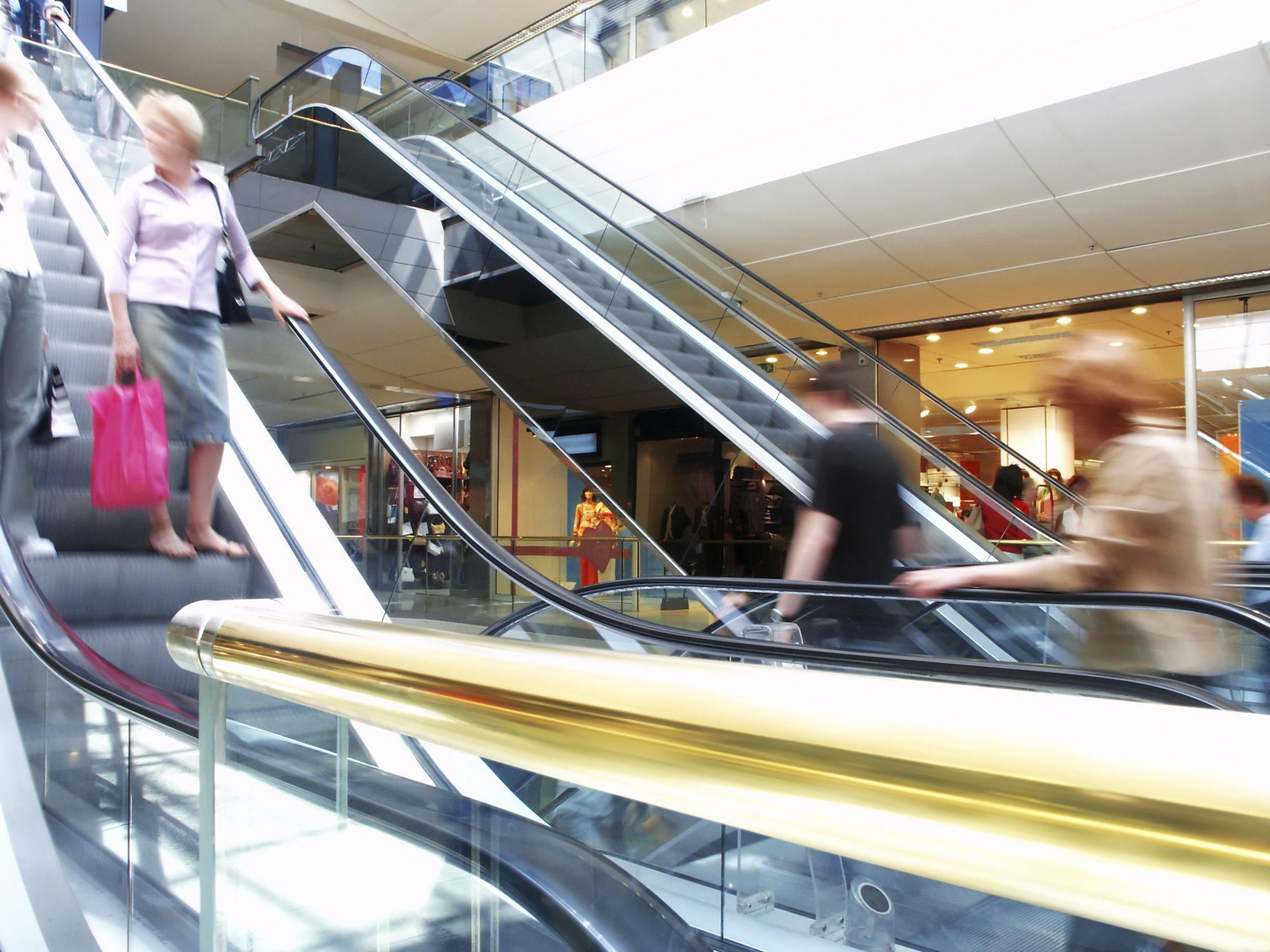 Shopping mall revenues rise in Canada, slump south of the border