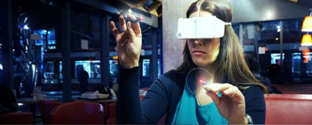 Image of woman using Pinć