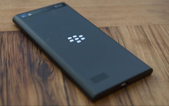 BlackBerry-Leap-back