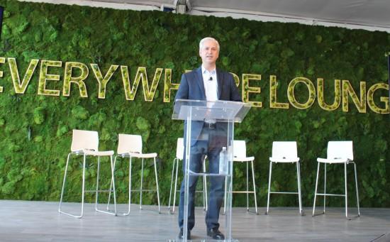 Charlie Scharf, CEO of Visa, announces Visa Developer.