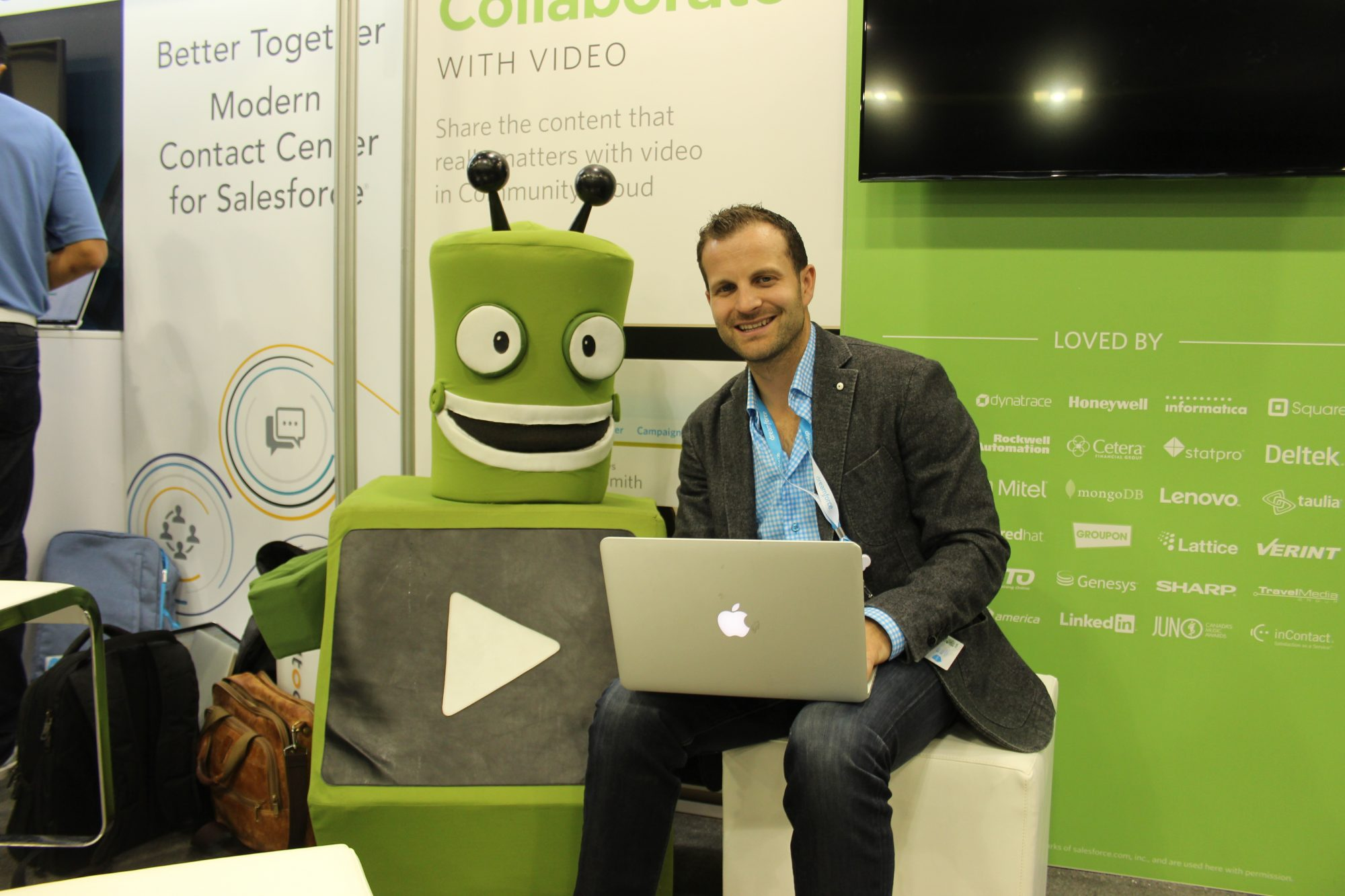 Jeff Gadway, director of product martketing at Vidyard, with mascot Vbot at Dreamforce.