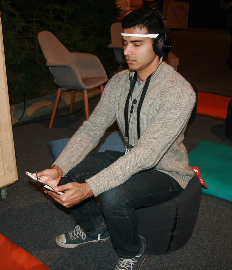 Yash Shah tests the Muse headband for ITBusiness.ca.