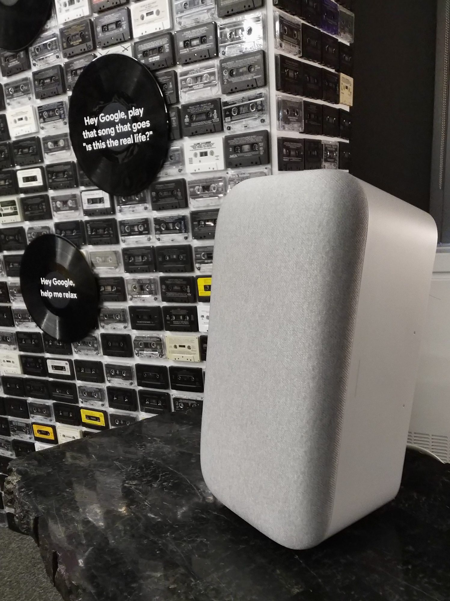 Google Home Max - vertical position
